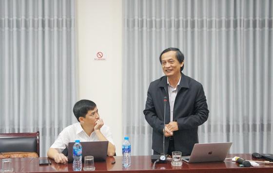 GS.TS.Nguyễn Thanh Phương - Chủ tịch Hội đồng Trường ĐH Cần Thơ trình bày tại Hội thảo