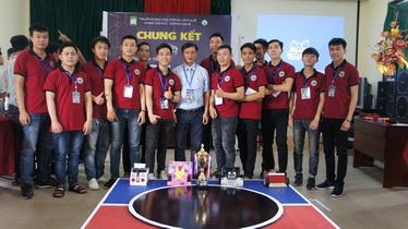 Sinh viên ngành Kỹ thuật Cơ - điện tử với cuộc thi lập trình Robot hằng năm